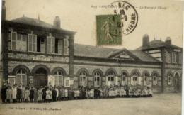 76 LANQUETOT - La Mairie Et L'Ecole - Très Animée : Tous Les élèves Et Les Maîtres - France