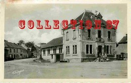 19 - ☺♦♦ - LAGRAULIERE - ECOLE Et MAIRIE Dans Les ANNEES 1950 - Autres Communes