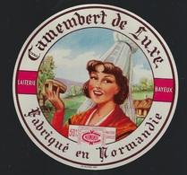 """Etiquette Fromage  Camembert  De Luxe Fabriqué En Normandie   Laiterie De Bayeux """"femme Coiffe"""" - Fromage"""