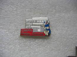 Pin's De L'Association Orphelinat Mutualiste De La Police Nationale (OMPN / Orpheopolis) à NOISY-GOURNAY (Tirage 2000 Ex - Police