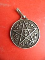 Medaille Argent 925 - 2 Poincons Pentacle  Etoile 5 Banches Sceau De SALOMON Juif Maçon Talisman Bouclier David Voir Txt - Pendants