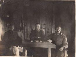 CARTE PHOTO ALLEMANDE - GUERRE 14-18 - SOLDATS ALLEMANDS ATTABLÉS - 4 PHOTOS (JEU D'ECHEC) - Guerre 1914-18