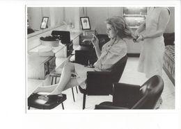 19349 - Larry Schaw Catherine Deneuve Paris 1965 Chez Le Coiffeur  (format 10X15) - Acteurs
