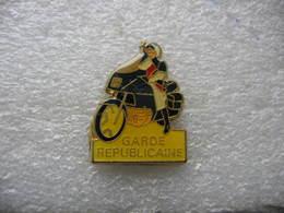 Pin's Moto De La Garde Républicaine - Police