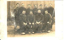 CARTE PHOTO MILITAIRES PRISONNIERS A GEPRUGT 20 STALAG VC - 1939-45