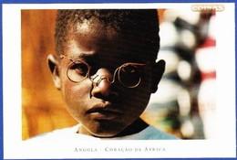 MENINO DE ÓCULOS - PROVÍNCIA DE BIÉ .. Edição - Foto Sérgio Guerra / Não Circulado - Angola