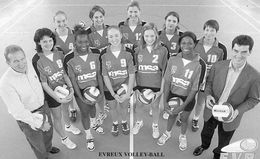 SPORT   / L 73  /  VOLLEY BALL / EQUIPE D'EVREUX 2002 / 2003      CPM / CPSM 10 X 15  / - Volleyball