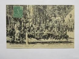 C.P.A. LAOS : Groupe De Mousseux à L'entrée D'un Village, Timbre En 1908, RARE - Laos