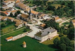 JP ~ 88  ~  THUILLIERES .    Autour De L' église Dans Le Cimetiere On Peut Voir La Tombe D' EVE LAVALLIERE  . - Other Municipalities