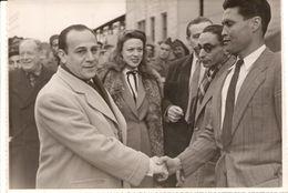 TINO ROSSI En Visite à LA GOULETTE TUNISIE Photographie De 1949 Photo-Reporter Jean Gintzburger - Identified Persons
