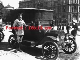 Reproduction Photographie D'un Chauffeur Et Son Taxi à Milan En 1910 1920 - Reproductions