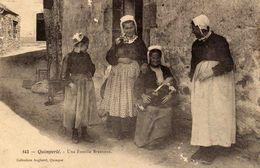 Quimperlé  - Une Famille Bretonne  (petits Défauts Sur Image) - Quimperlé