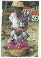 CPM GUATEMALA Mujer De Rabinal - 1993 - Voir Timbre Christophe Colomb Bateau Santa Maria Format 16/11 Cm - Guatemala