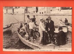 GBH-36  Le Lavandou  Pêcheurs Démélant Leurs Filets. Barque. Circulé En 1922. - Le Lavandou