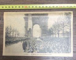 ANNEES 20/30 A PARIS LE DEFILE DES ENFANTS DES ECOLES ARC DE TRIOMPHE - Vieux Papiers