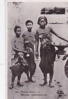Post Card : Phnom Penh  (Cambodge)  Femmes Cambodgiennes   Ed SEK 49 - Cambodge