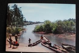 An-1 / L'Afrique En Couleur - Scène De Vie Sur La Rivière  - Éditions  HOA-QUI ( Échantillon Collection )/ Circulé - Cartes Postales