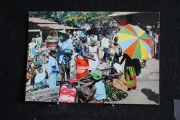 An-5 / L'Afrique En Couleur - Marché Africain - Éditions  HOA-QUI ( Échantillon Collection )  / Circulé - Cartes Postales