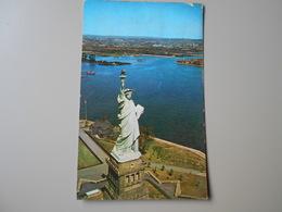 ETATS-UNIS NY NEW YORK CITY AERIAL VIEW OF THE STATUE OF LIBERTY ON BEDLOE'S ISLAND IN NIW YORK HARBOUR - Statue De La Liberté