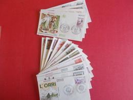 ANDORRE  1 Lot D'enveloppes 1er Jours De L' Année 1982 Et 1983 - Stamps