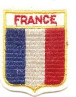 Cb2.a-  FRANCE Ecusson Blason à Coudre - Obj. 'Remember Of'