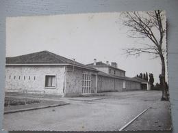 MIRAMAS / ECOLE JULES FERRY / CITE FONTLONGUE / TRES BELLE CARTE PHOTO / 1958 - Autres Communes