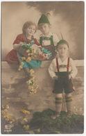Zwei Jungen In Lederhosen, Mädchen Mit Blumen - 'AMAG 61820/3'- Deutschland - Portretten