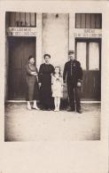 Carte Photo - Maréchal Des Logis Chef Et Sa Famille Devant Les Entrées De Leur Logement Et Bureau - Circulé Sans Date - A Identifier
