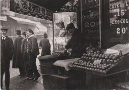 """CPM 10X15  REPRODUCTION . PARIS 1900  ( Marchand De Marrons ) """"Chauds Les Marrons! Chauds!"""" - Händler"""