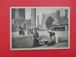 SAMARKAND 1929 Uzbek Merchant Of Flat Cakes, Square Near REGISTAN. Russian Postcard - Ouzbékistan