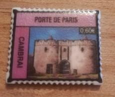 59 - CAMBRAI - FEVE PERSONNALISEE PORTE DE PARIS - FORME DE TIMBRE - BRILLANTE - Regions
