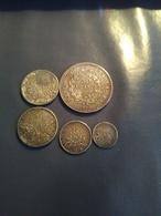 Lot De Pieces De Monnaies Du Monde Et Francaise 5 Pieces Argent  Et 3 Billet Et Monnaies En Vrac - Coins & Banknotes