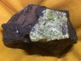 C8 - 24 Olivine Dans Basalte Lanzarote 1 - Minéraux