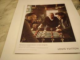 PUBLICITE AFFICHE LOUIS VUITTON AVEC PELE ZIDANE MARADONA - Vintage Clothes & Linen