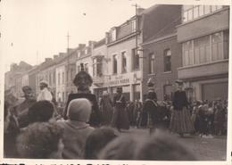 Foto Photo (7 X 10 Cm) La Louvière Carnaval 1956 Garage Van Der Maren Reus Geant - La Louvière