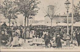 Chazelles Sur Lyon-  Place Poterne, Un Jour De Marché - Autres Communes