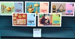 Bt0107 Kunsthandwerk, Kaffeekanne, Glocke, Schmuck, Drinkhorn, Bhutan 1975 ** - Bhutan