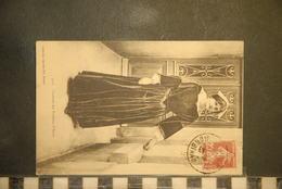 CP, Folklore, Costume Des Environs D'Auray , BRETAGNE - Costumes