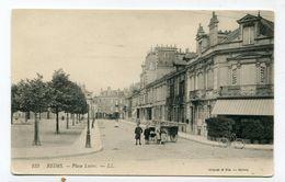 CPA 51 :   REIMS   Place Luton Et Comptoirs Français Au Fond       A  VOIR  !!!!!!! - Reims