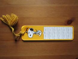 Snoopy. Peanuts 1958. Hallmark HBM901-1F Avec Calendrier En Francais De 1983 - Bookmarks