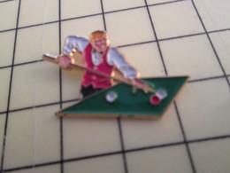 PIN410a Pin's Pins / De Belle Qualité Et Rare / SPORTS : BILLARD JOUEUR AVEC SA QUEUE ET SES BOULES ET SON COSTUME DE S - Billiards
