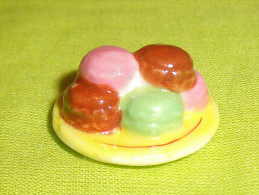 Fèves / Alimentation : Gateau / Assiette De Macarons     T109 - Other