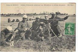 Camp De Mailly - Soldats D'Infanterie Actionnant Une Mitrailleuse En Terrain Découvert - Mailly-le-Camp