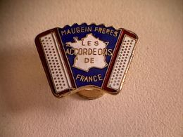 "Epinglette Maugein Frères "" Les Accordéons De France "" - Other Collections"