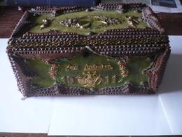 TRES RARE  COFFRET   De  1911- EN SOUVENIR - ZUM  ANDENKEN - EN MEMOIRE D'un OFFICIER - Anges - Dorures - Drapeaux - - Army & War