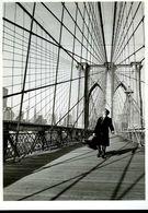 Maurice Baquet Sur Le Pont De Brooklyn New York 1960 Par Doisneau - Singers & Musicians