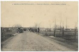 NEUVY SUR BEUVRON - Ponts Sur Le Beuvron - Dans Le Lointain Le Bourg (cyclistes) - Andere Gemeenten