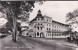 ASIE--SRI LANKA---CEYLON---queen's Hotel--( état Manque Un Coin De La Carte Devant )--voir 2 Scans - Sri Lanka (Ceylon)