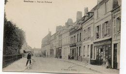 CPA - DOULLENS (80) - Aspect De La Rue Du Tribunal Et De La Boutique De L'éditeur P. Lourlon En 1915 - Doullens