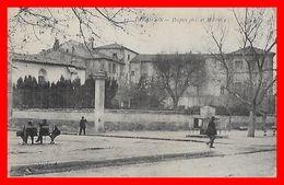 CPA (13)  TARASCON.  Hospice Civil Et Militaire, Animé, Vespasienne ...B643 - Tarascon